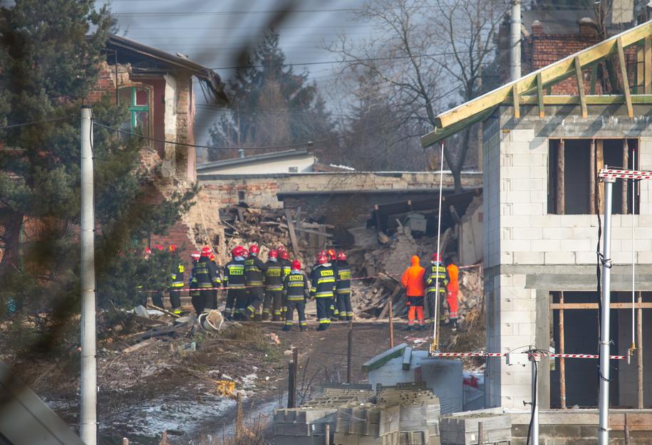 Akcja strażaków na miejscu katastrofy trwała kilka godzin / Andrzej Grygiel /PAP