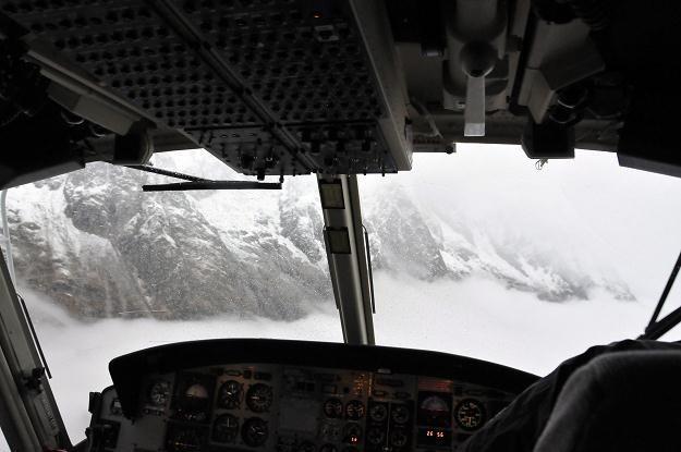 Akcję ratunkową utrudniały opady śniegu /PAP/EPA