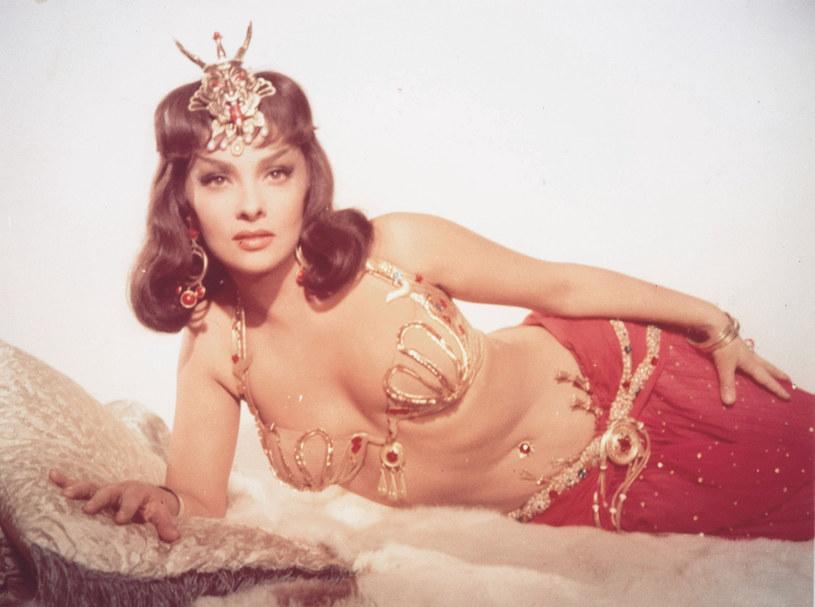 """Aktorka w scenie z filmu """"Salomon i królowa Saby"""" /East News"""