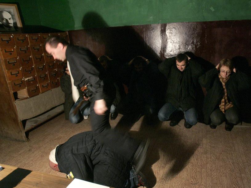 """Aktorzy w Soviet Bunker naprawdę """"przykładają się"""" do swojej pracy /Soviet Bunker /materiały prasowe"""
