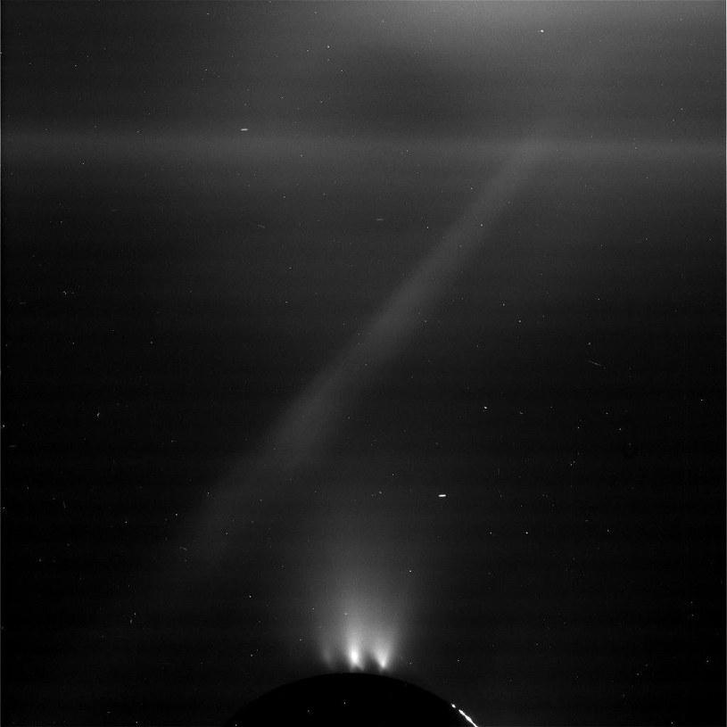 Aktywne gejzery Enceladusa – 28.10.2015 /NASA