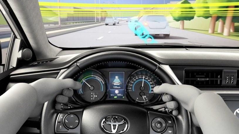 Aktywne systemy bezpieczeństwa są coraz powszechniej stosowane w nowych autach /