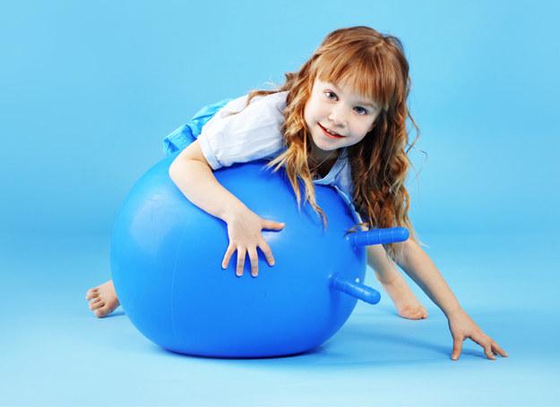 Aktywność fizyczna to bardzo ważny element w życiu każdego człowieka, a już w szczególności w życiu dziecka. /©123RF/PICSEL