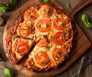 A'la pizza z oscypkiem i kiełbasą myśliwską