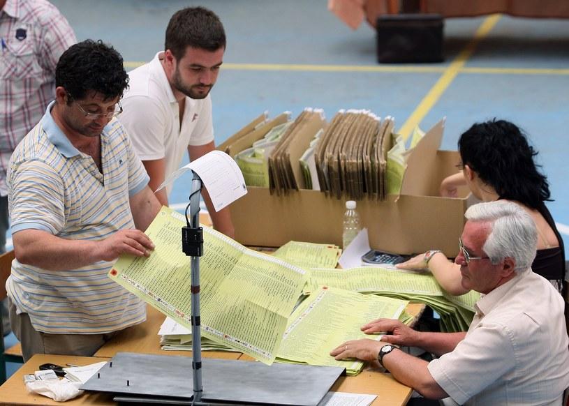 Albańska komisja wyborcza zdecydowała o wydłużeniu godzin pracy lokali wyborczych ze względu na wysoką frekwencję /AFP