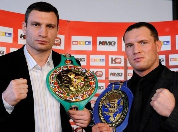 Albert Sosnowski (z prawej) i Witalij Kliczko /AFP