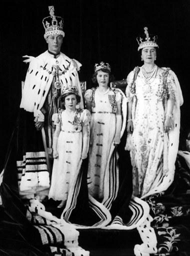 Albert Windsor z żoną królową Elżbietą, i księżniczki: Małgorzata i  Elżbieta  /AFP