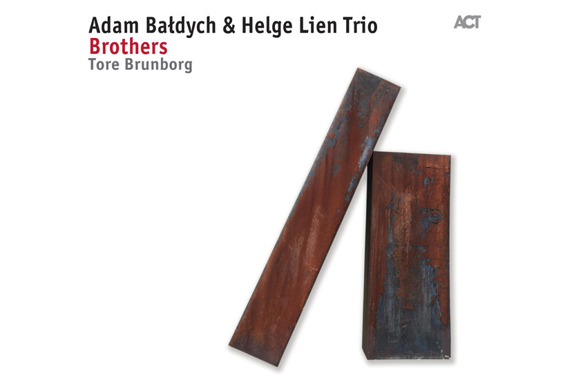 """Album """"Brothers"""" ukaże się 25 sierpnia 2017 roku /materiały prasowe"""