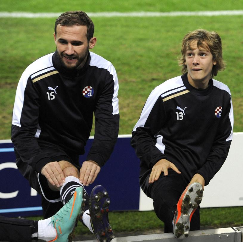 Alen Halilović (z prawej) stawia pierwsze kroki w dorosłym futbolu /AFP