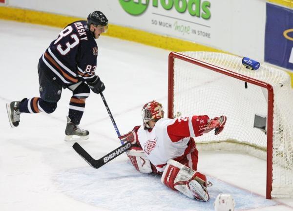 Ales Hemsky zdobywa zwycięskiego gola dla Oilers /AFP