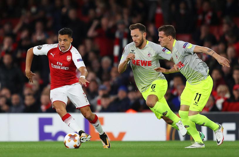 Alexis Sanchez (L) z Arsenalu oraz Simon Zoller (w środku) i Marco Hoger z FC Koeln /Richard Heathcote /Getty Images