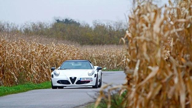 Alfa Romeo 4C Spider.  Życie potrafi być piękne...