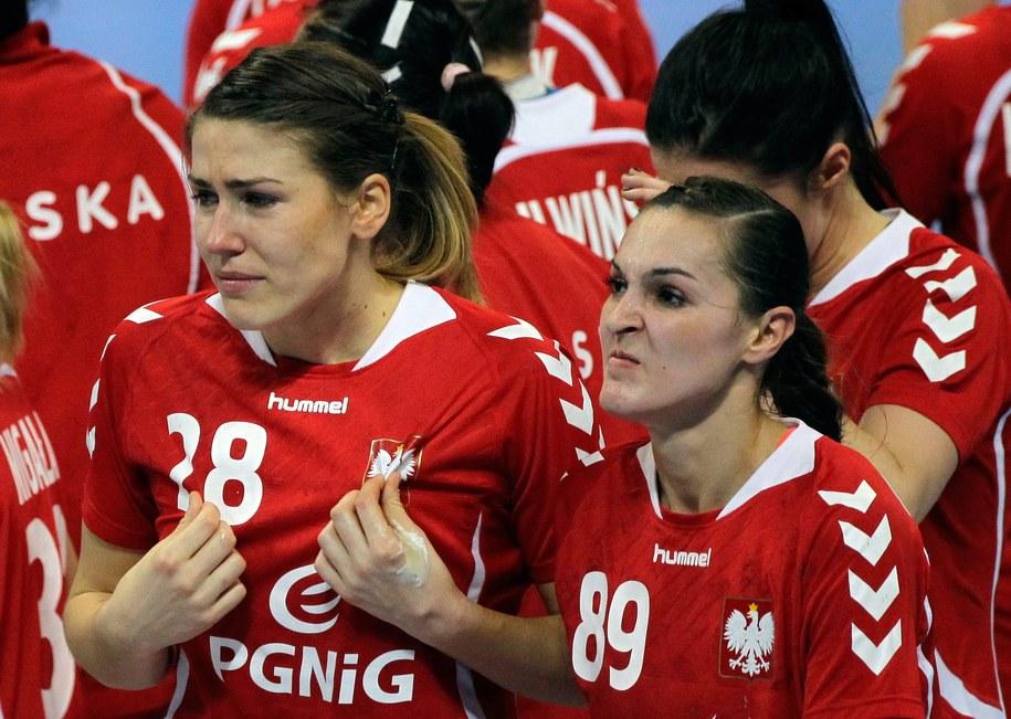 Alina Wojtas i Kinga Byzdra po przegranym meczu /Andrej Cukić /PAP/EPA