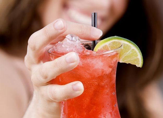 Alkohol i słodkie napoje sprzyjają nadwadze. /© Panthermedia