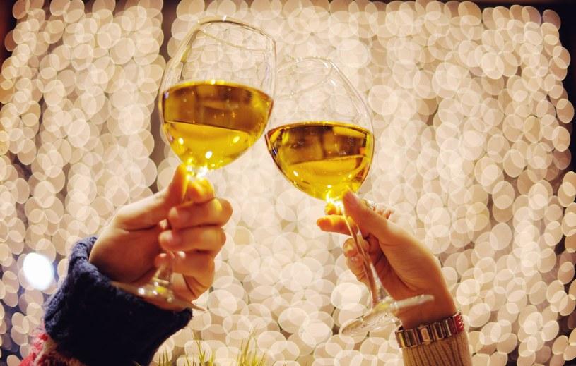 Alkohol to jeden z powodów, dla którego można nie przepadać za Sylwestrem /©123RF/PICSEL