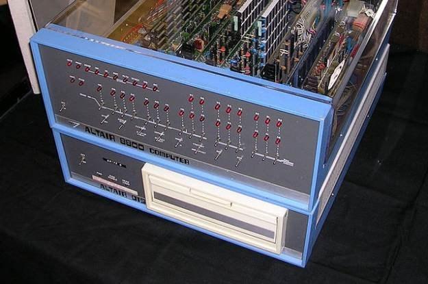 Altair 8800 SuperStar - tak naprawdę pierwszy komputer osobisty. fot.  Swtpc6800, Wikpedia /Internet