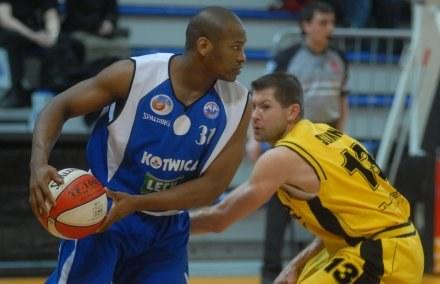Alvin Snow (z piłką)/fot. Mariusz Kraczaniec /Agencja Przegląd Sportowy