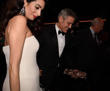 Amal Clooney pokazała ciążowy brzuszek