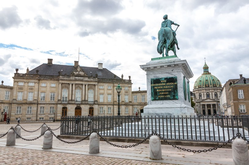 Amalienborg - oficjalna siedziba duńskiej rodziny królewskiej /123/RF PICSEL