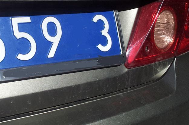 Ambasador Grivna jest bezkarny, podobnie jak wszyscy kierowcy ponad 1800 jeżdżących po Polsce pojazdów na dyplomatycznych blachach /poboczem.pl