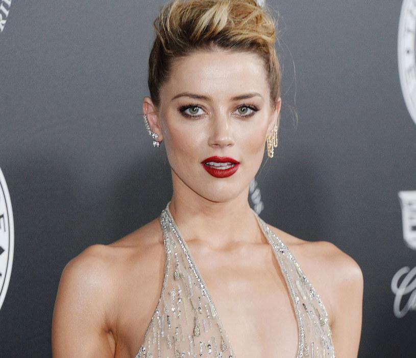 Amber Heard zachwyciła w cekinowej, odważnej kreacji /123RF/PICSEL