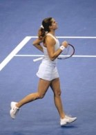 Amelie Mauresmo pewnym krokiem awansowała do półfinału /AFP
