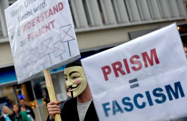 Ameryką wstrząsają kolejne afery związane z inwigilacją internautów /AFP