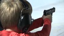 Amerykańscy rodzice uczą dzieci obchodzić się z bronią