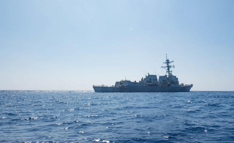 Amerykański niszczyciel rakietowy USS Dewey /US NAVY /PAP/EPA