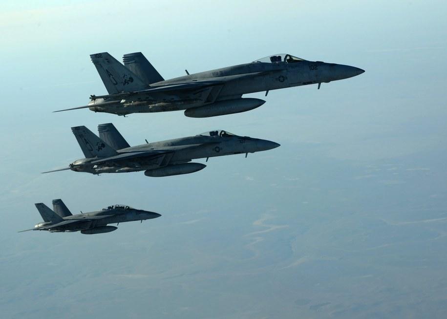 Amerykańskie maszyny F-18E Super Hornets. Zdjęcie opublikowane przez Pentagon /DOD/US AIR FORCE/SGT. SHAWN NICKEL HANDOUT /PAP/EPA