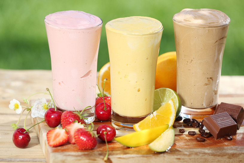 Aminokwasy te w dużych ilościach występują w odżywkach wysokobiałkowych, z których przygotowuje się napoje proteinowe /123RF/PICSEL