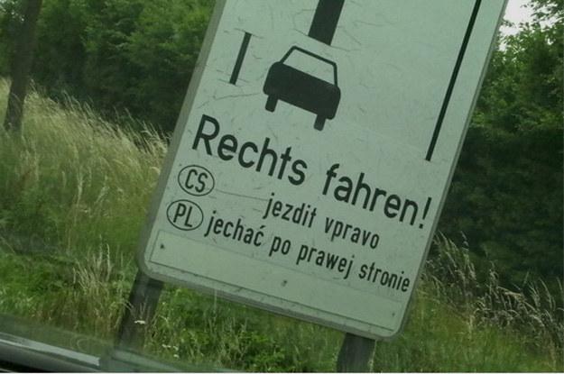 ...a nasi i tak wiedza lepiej. Jadą po lewej /poboczem.pl