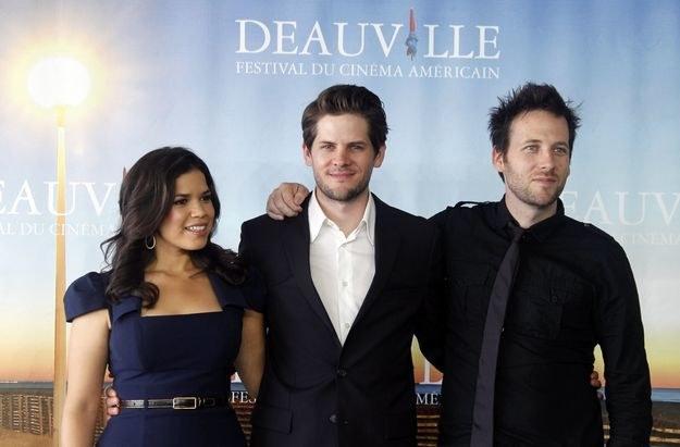 Aktorka z mężem - Ryanem Piersem Williamsem (w środku). /AFP