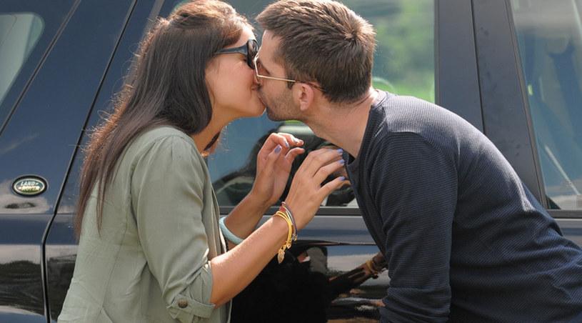 Co oznacza ten pocałunek? Czyżby początek nowego związku? /Agencja W. Impact