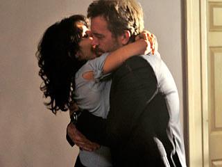 Długo oczekiwany romans między Housem a Cuddy właśnie się rozpoczął /FOX /materiały prasowe