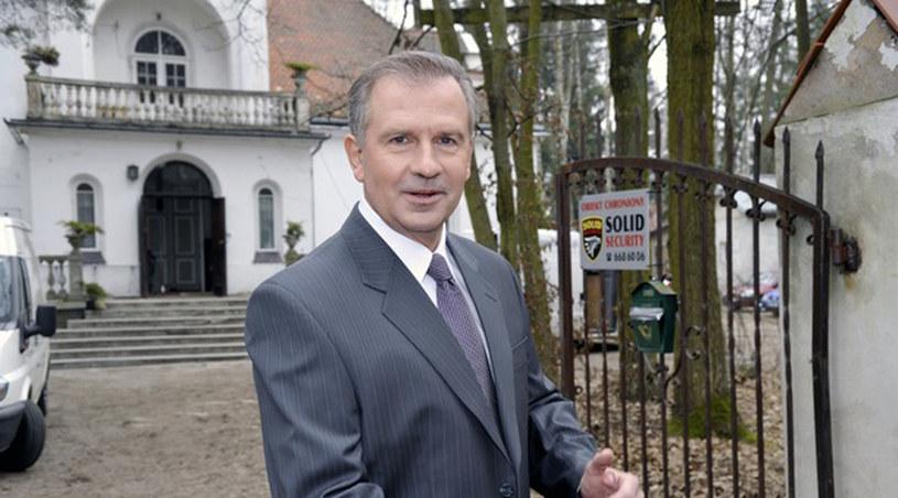 Dr Lubicz na tle serialowej willi /Gałązka /AKPA
