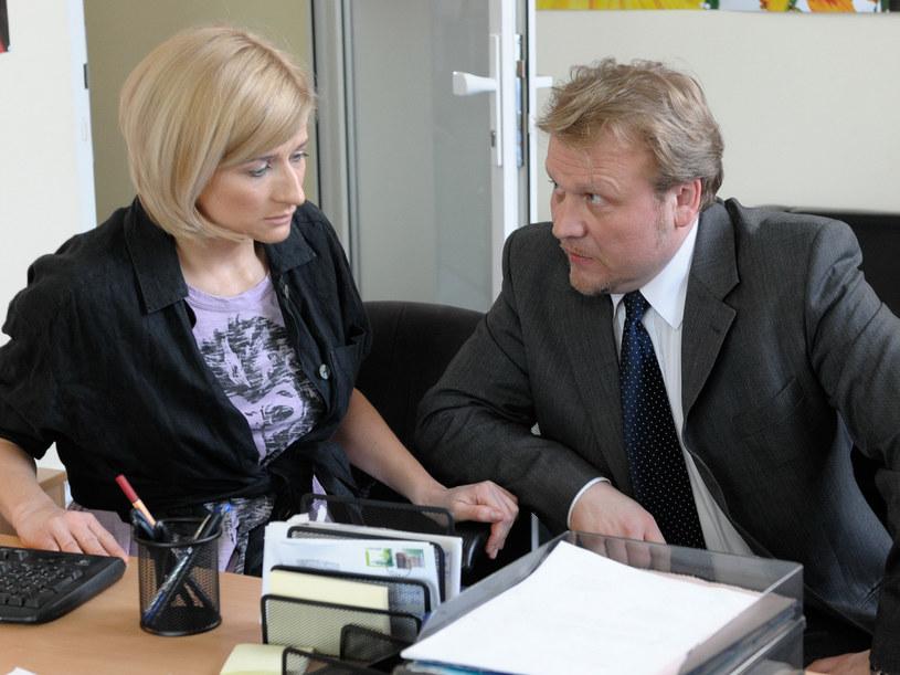 Jacek Lenartowicz wcieli się w postać niejakiego Mariusza Nowaka, właściciela firmy florystycznej, który podobno wyzyskuje swoje pracowniczki /Agencja W. Impact