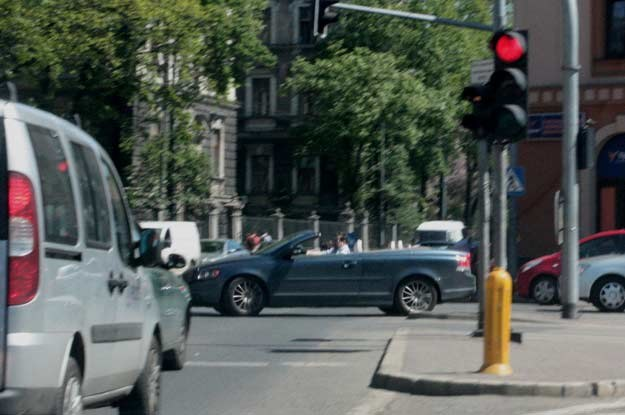 Jak wytłumaczyć sens użytkowania w polskich realiach samochodów z odkrytym dachem?