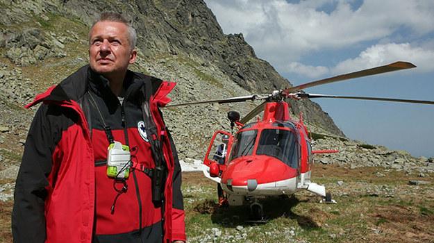 Jan Tarnowski (Bogusław Linda) ma trudne relacje ze swoim synem. Czy praca w górach pozwoli im odnaleźć wspólny język? /materiały prasowe