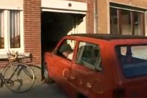 Jego auto ma 149 cm szerokości, garaż - 155 cm.