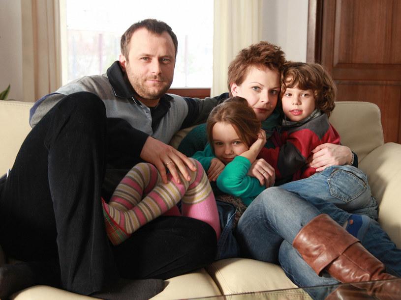 Leszek z rodziną. Budowlaniec... rodzinę też zbudował. /Agencja W. Impact