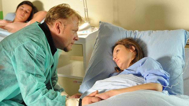 """""""M jak miłość"""": Sylwia rodzi zdrowego synka. W szpitalu towarzyszy jej Janek /Agencja W. Impact"""
