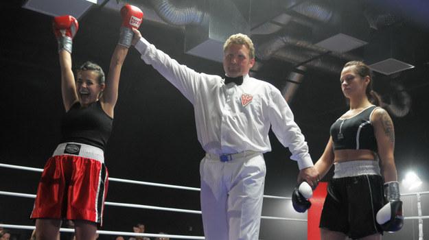 Monika (Anna Mucha) triumfuje na ringu /Agencja W. Impact