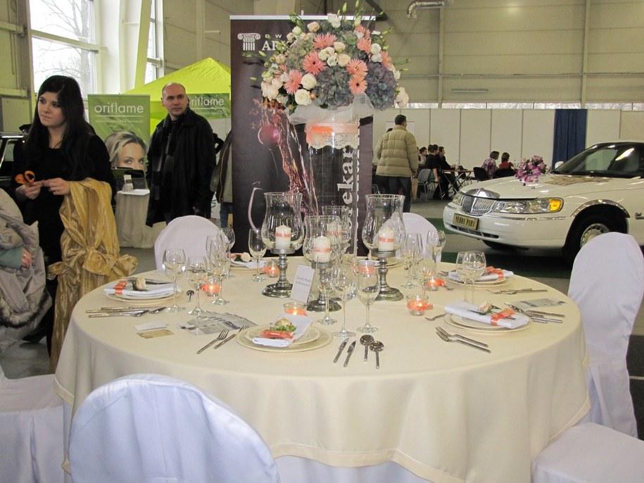 Organizując wesele młode pary coraz częściej rezygnują ze zbędnych luksusów /Krzysztof Kot /RMF FM