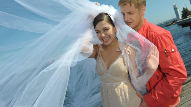 Paweł i Joanna nie spodziewali się, że ich uroczystość będzie miała tak burzliwy i emocjonalny przebieg. /Agencja W. Impact