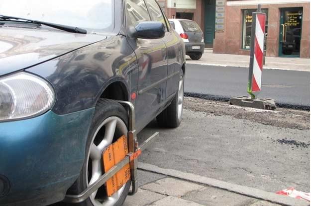 Pojazdu nie można przestawić, bo nie pozwala na to prawo /RMF FM