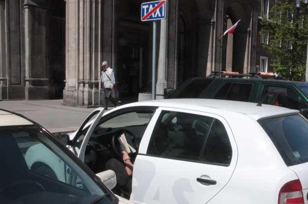 Postój taxi oznakowany musi być dwoma znakami /INTERIA.PL