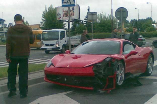 Rozbite Ferrari Italia