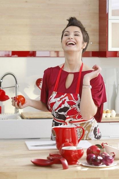 Seksowny styl gotowania Joanny Brodzik /AKPA