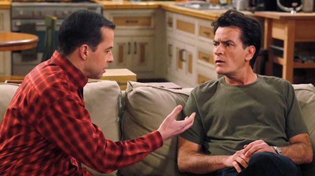 """Serial """"Dwóch i pół"""" - po prawej Charlie Sheen /CBS /"""